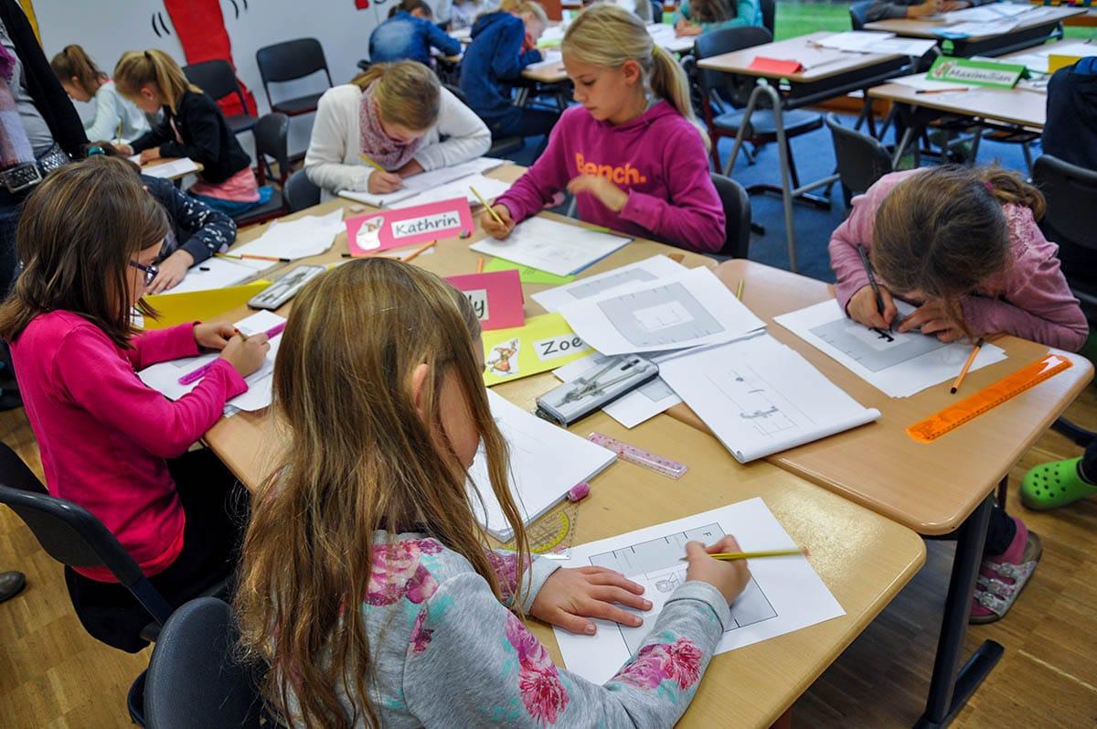 Osnabrücker Grafikdesign-Agentur Hasegold unterrichtet Schüler aus dem Emsland in Typografie