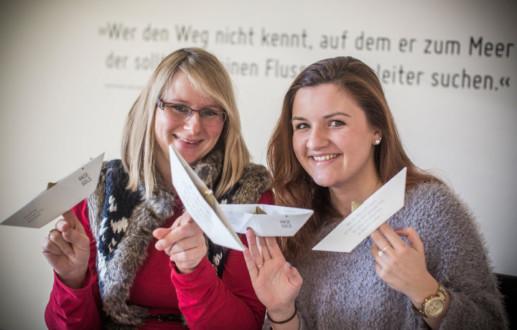 Dana Stehr und Christin Bei der Kellen Großmann sind Mediengestalteriinnen bei der Osnabrücker Grafikdesignagntur Hasegold in Osnabrück