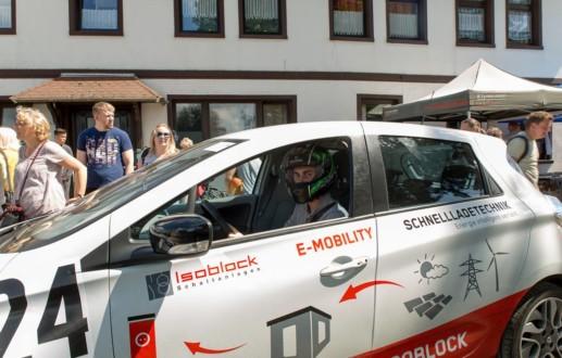 Fahrzeuggestaltung und Autobeklebung Osnabrück für Bergrennen BBorglog